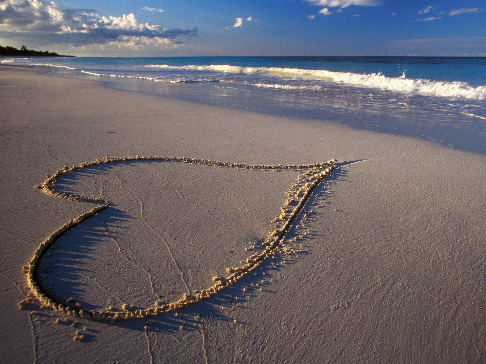 Beach_Love_Nature_Wallpaper